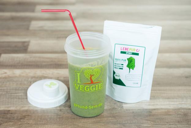 Unser Shaker mit leckerem Spinatsmoothie von LebePur!