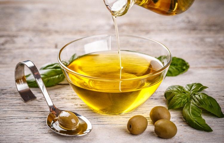 Olivenöl sollte in keiner Küche fehlen (Bild)